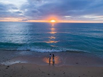 【沖縄でご検討の方必見】ドローン撮影が写真も映像もこんなにもドラマチックに!全撮影をプライベートビーチで実施!さらに、全プランにドローン撮影を標準装備