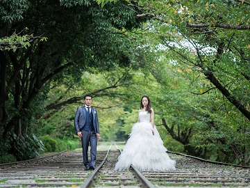 ドレスショップ「フォーシス アンド カンパニー」待望のフォトサービス開始!京都でのロケーション撮影は勿論、遊び心と可愛いらしさのあるスタジオも完備!