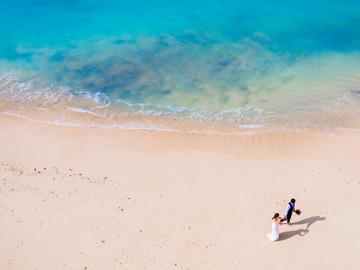 【ビーチフォトにはドローン撮影がついてます】沖縄屈指のリゾート地、恩納村内のスタジオ。真栄田岬まで徒歩5分と恩納村の海を満喫できます