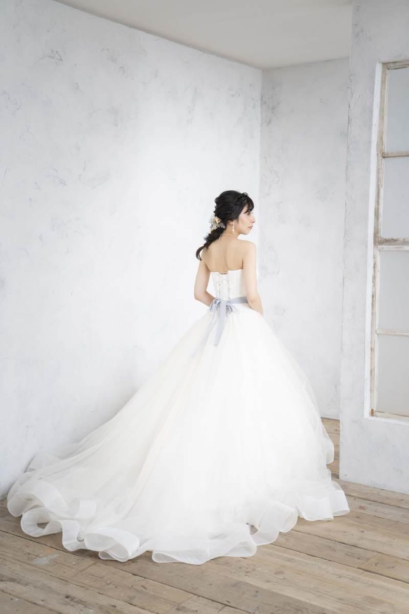 シンプルなウェディングドレスに♡サッシュベルトの