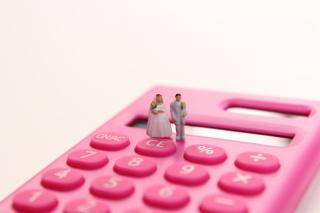 知らなきゃ損!結婚祝い金や結婚後に受けられるお得なサービス
