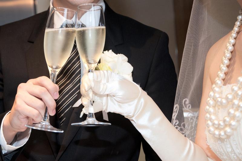 結婚式の乾杯挨拶、誰に頼むべき?