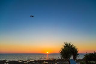 沖縄の魅力は青い海だけじゃない!美しすぎるサンセットフォトウエディング