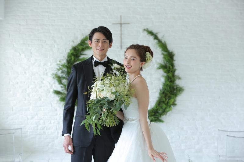 \知ってて欲しいこの選択肢/結婚写真とお食事会で家族の結婚式をシンプル&リーズナブルに【PR】