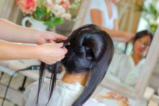 花嫁必見!どんな髪型も叶える「ロングヘア」になるために心がけること
