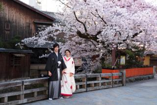 141751_京都_和装ロケーション(祇園巽橋)