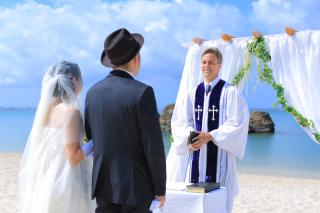 【撮る結婚式】ビーチウェディングフォト♢大満足250カットデータ&アルバム付き♢衣装&ヘアメイク付♢台紙付き写真も1冊ついてくる