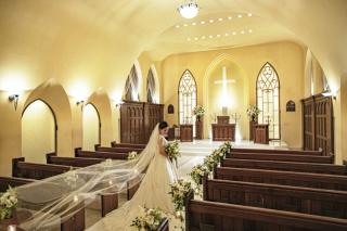 本格教会での撮影が叶う!教会フォトウエディングプラン。専属カメラマンにて撮影・撮影時間30分・納品データ20カット。
