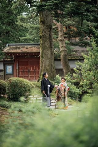 355115_石川_和装にぴったり!自然の彩りと楽しむ日本庭園ロケ