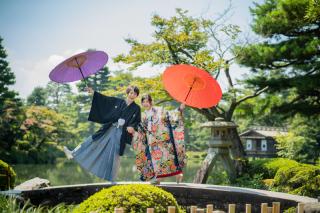 355122_石川_和装にぴったり!自然の彩りと楽しむ日本庭園ロケ