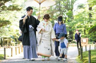 355133_石川_和装にぴったり!自然の彩りと楽しむ日本庭園ロケ