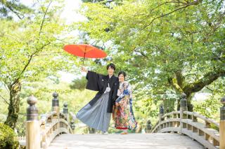 355127_石川_和装にぴったり!自然の彩りと楽しむ日本庭園ロケ