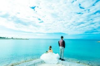 343976_沖縄_エメラルドグリーンの海と一緒に!<ビーチロケ撮影①>