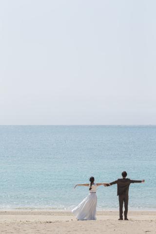344009_沖縄_エメラルドグリーンの海と一緒に!<ビーチロケ撮影①>