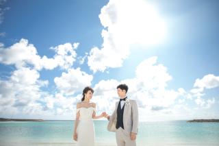 343960_沖縄_エメラルドグリーンの海と一緒に!<ビーチロケ撮影①>