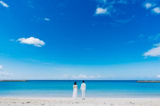 344008_沖縄_エメラルドグリーンの海と一緒に!<ビーチロケ撮影①>