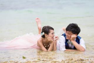 116477_沖縄_ドレスで海に飛び込んじゃおう!ウォーターショット♪