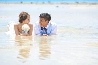 161950_沖縄_ドレスで海に飛び込んじゃおう!ウォーターショット