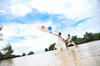 116571_沖縄_ドレスで海に飛び込んじゃおう!ウォーターショット