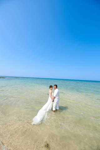 116576_沖縄_ドレスで海に飛び込んじゃおう!ウォーターショット♪