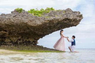 116478_沖縄_ドレスで海に飛び込んじゃおう!ウォーターショット