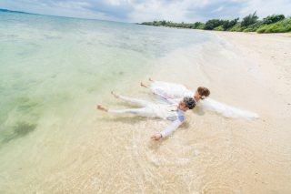 172910_沖縄_ドレスで海に飛び込んじゃおう!ウォーターショット