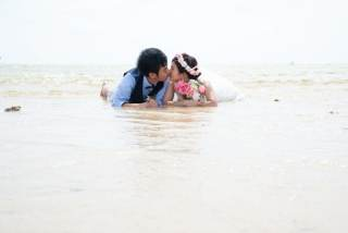 172910_沖縄_ドレスで海に飛び込んじゃおう!ウォーターショット♪