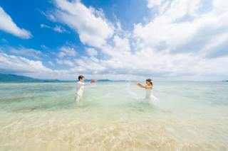 172909_沖縄_ドレスで海に飛び込んじゃおう!ウォーターショット♪