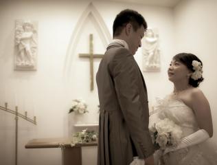 224597_石川_ドレスならチャペル♪館内の撮影もバリエーション豊富♪ドレスフォト