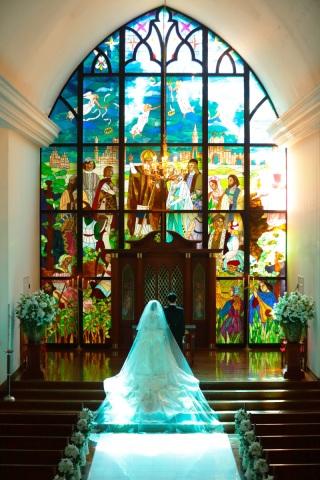 207393_宮城_ステンドグラスが鮮やか!教会内フォトウェディング